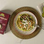 confezione e piatto di penne Hammurabi con avocado, guacamole e feta