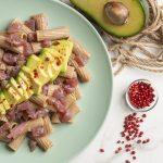 piatto di tortiglioni Hammurabi con tonno e avocado